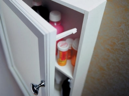 Clean Out Your Medicine Cabinet Safely